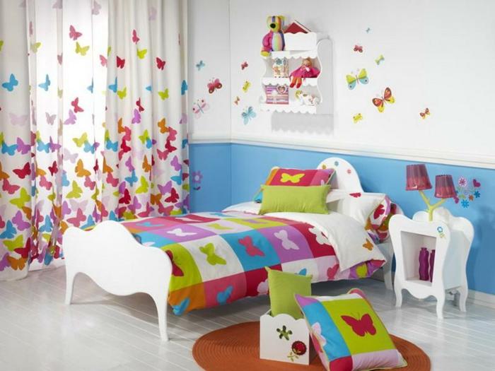 kinderzimmer gestalten tolle kinderzimmermöbel weiß farbige schnetterlinge