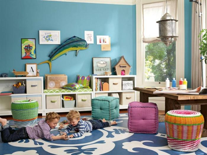 kinderzimmer teppich blau weiße ornamente hellblaue wandfarbe