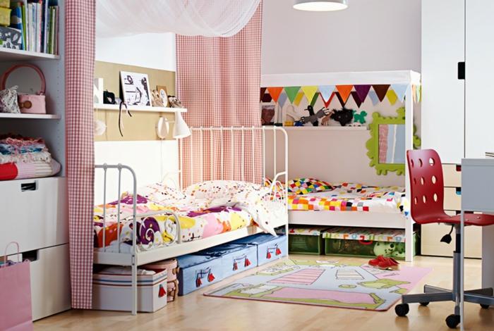 kinderzimmerlampen teppich farbige bettwäsche