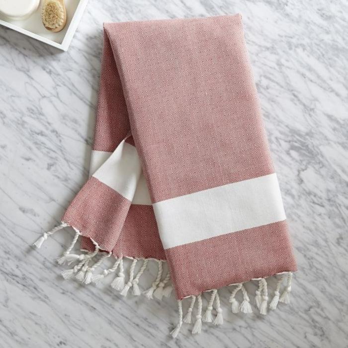 kissen design handtuch weiße quasten