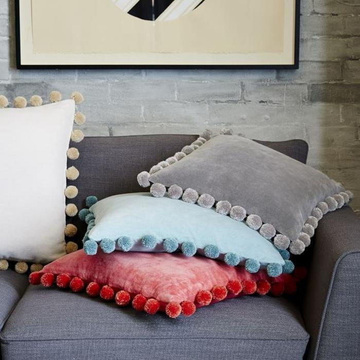 kissen design pastellfarben pompons