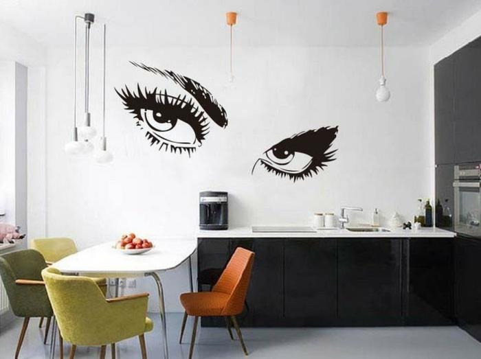 kreative wandgestaltung küche wandtattoo farbige küchenstühle