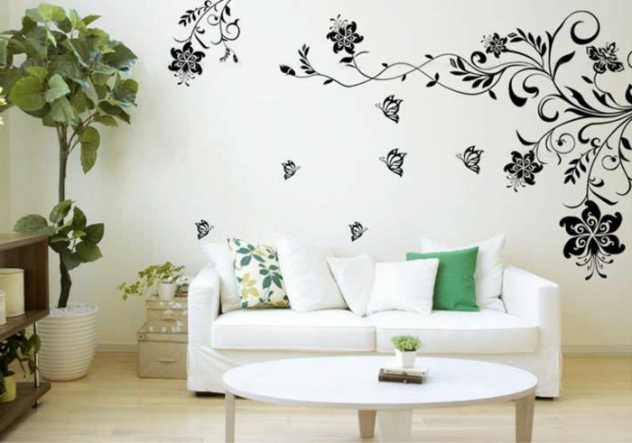 kreative wandgestaltung wandtattoo wohnzimmer weißes sofa pflanzen