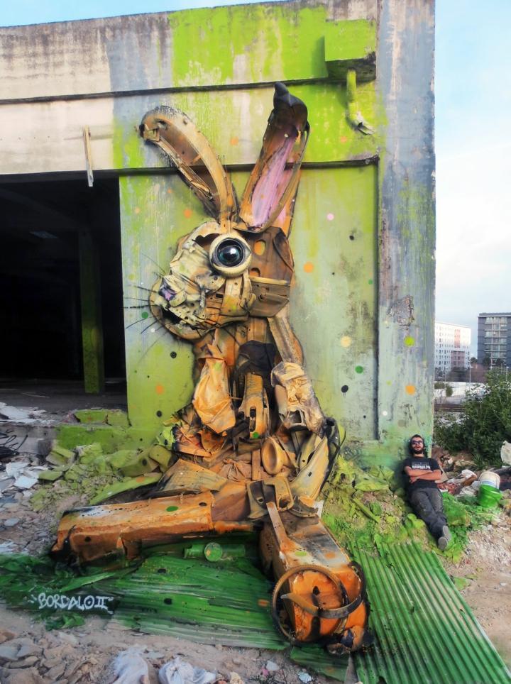 kunst aus müll Bordalo Segundo riesiger hase