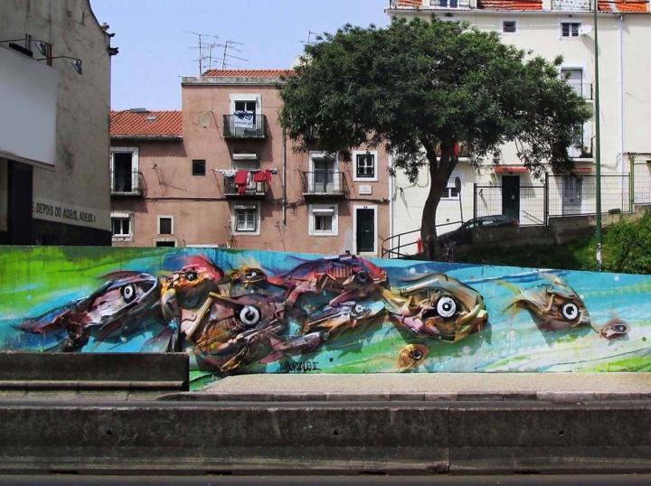 kunst aus müll streetart künstler Bordalo Segundo bunte fische