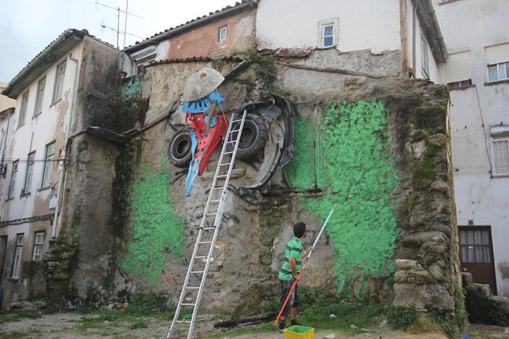 kunst aus müll streetart künstler Bordalo Segundo eule arbeitsprozess