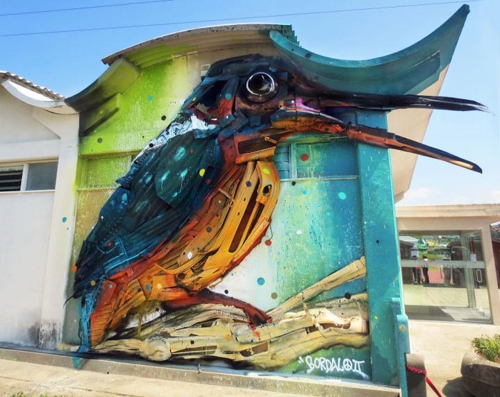 kunst aus müll streetart künstler Bordalo Segundo hausfassade vogel