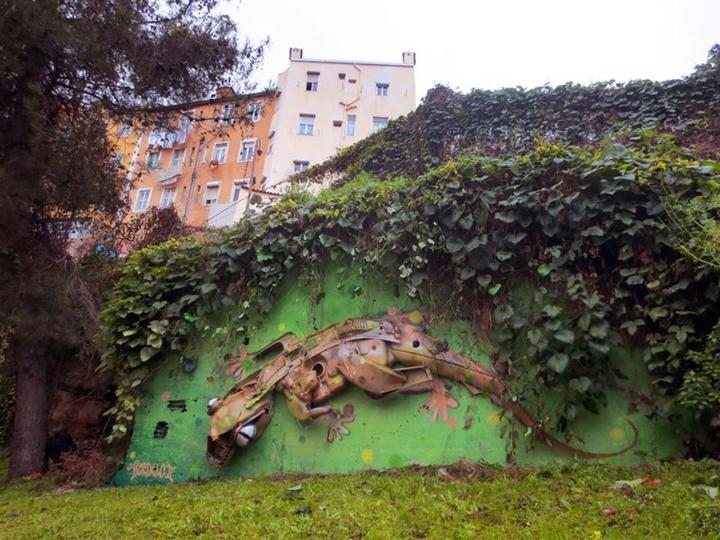kunst oder müll streetart künstler Bordalo Segundo wand eidechse