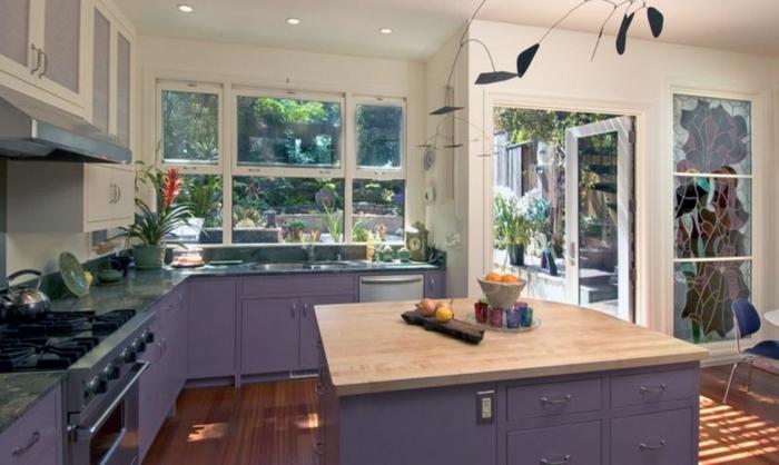 lavendel farbe dunkellila kücheneinrichtung unterschränke holz