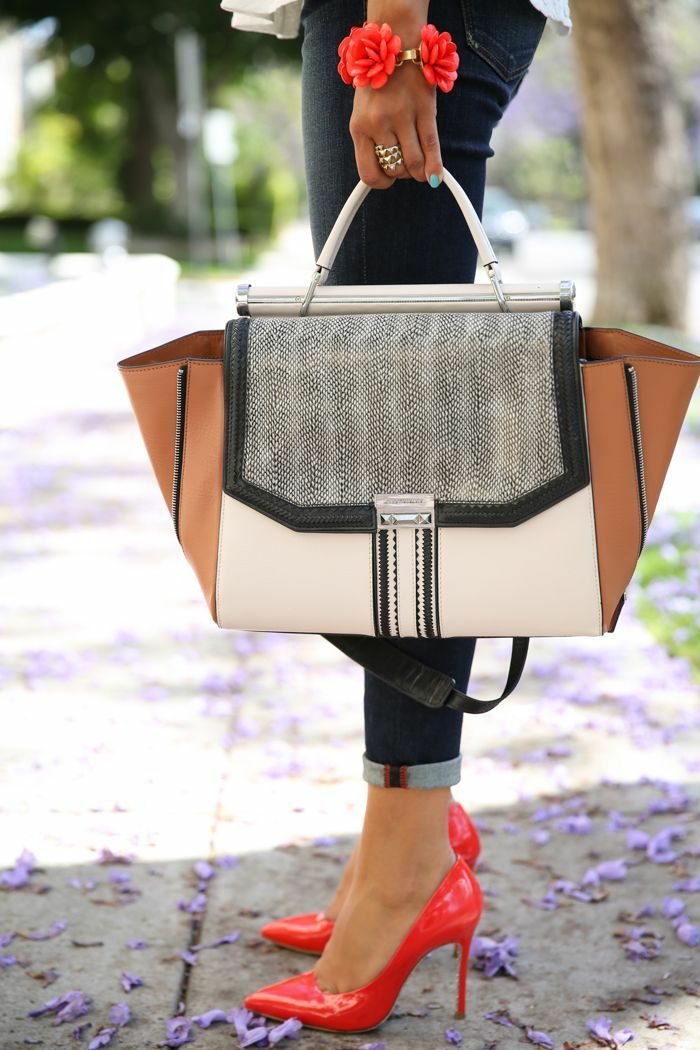 luxus accessoires  traegt die moderne frau heutzutage