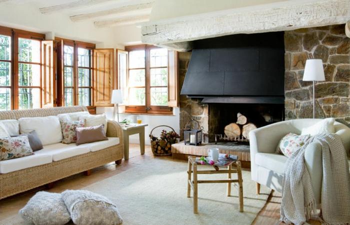 möbel landhausstil wohnzimmer teppich dekokissen kamin