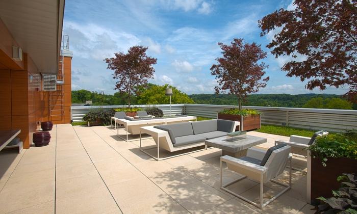 moderne terrassengestaltung coole außenmöbel pflanzen