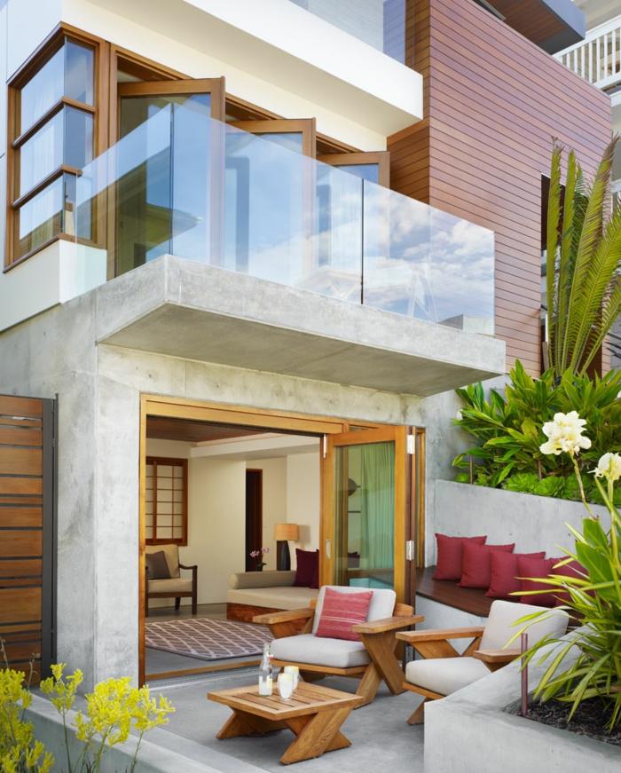moderne terrassengestaltung schicke klappbare außenmöbel dekokissen