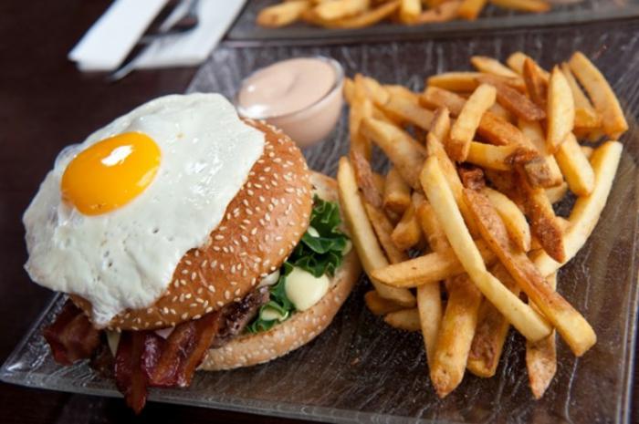 oxidativer stress hamburger-spiegelei pommes frites