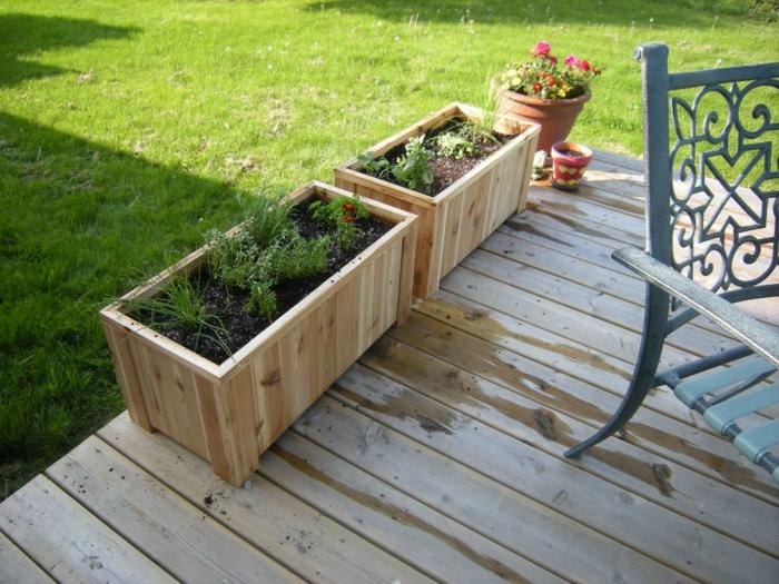 pflanzkasten aus holz sch ne pflanzenbeh lter als. Black Bedroom Furniture Sets. Home Design Ideas