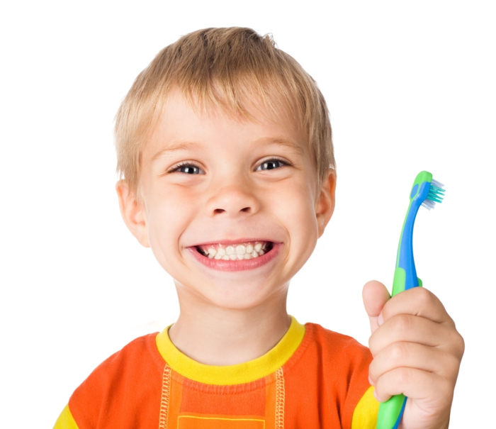 richtige zahnpflege kleiner junge zahnbürste