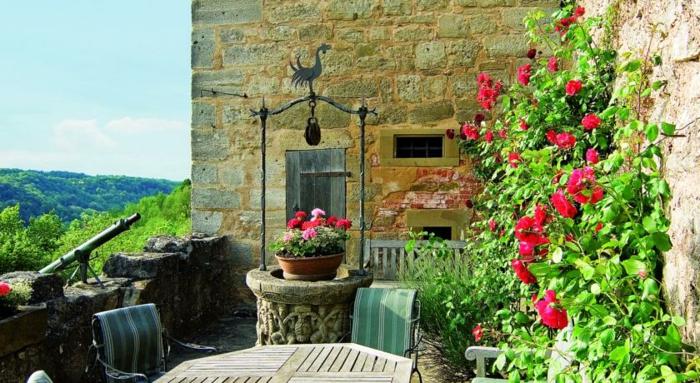 romantik hotels terrasse antiker brunnen
