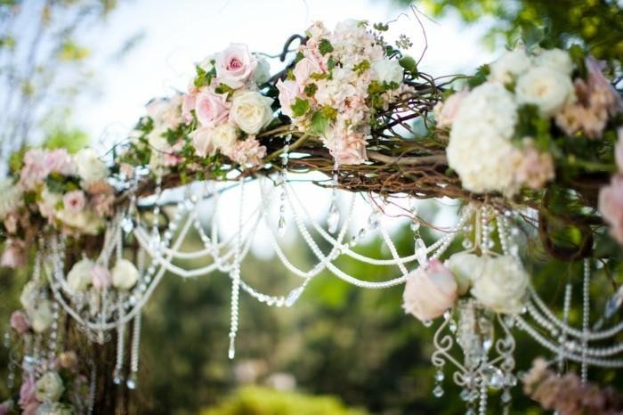 rosenbogen vintage hochzeitsdekoration weidenzweige perlen kristalle rosen