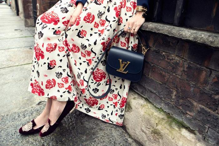 rote rosen beliebtes motiv damenmode