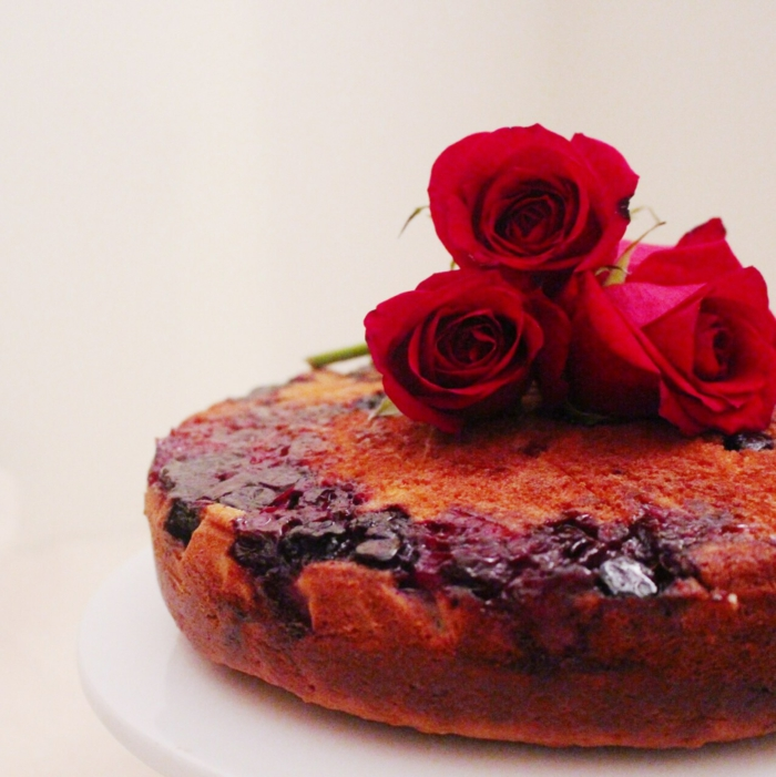 rote rosen kuchen backen dekorieren