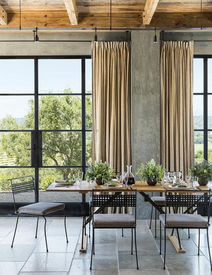 rustikale möbel esszimmer esstisch holz metall stühle betonwände