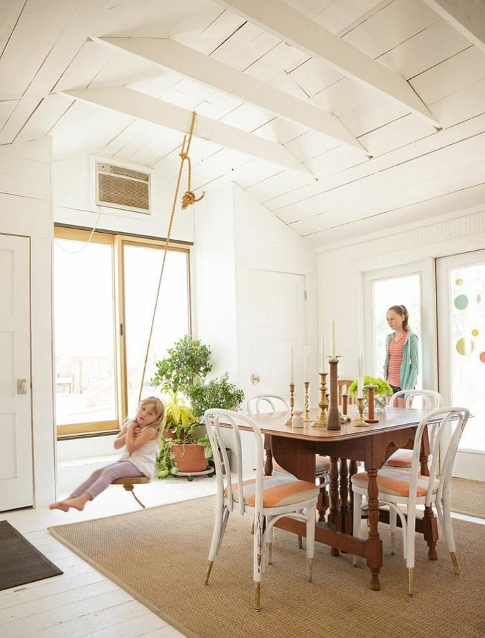 rustikale möbel esszimmer esstisch holz schicke weiße stühle