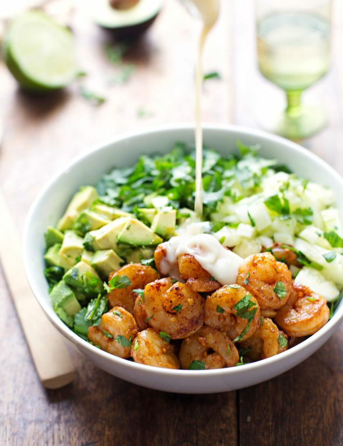 salate zum abnehmen leckere salatrezepte avocado garnelen
