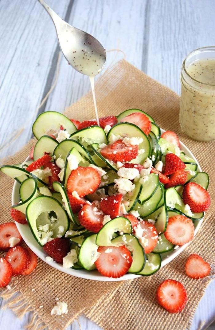 salate zum abnehmen salatrezepte gurken erdbeeren