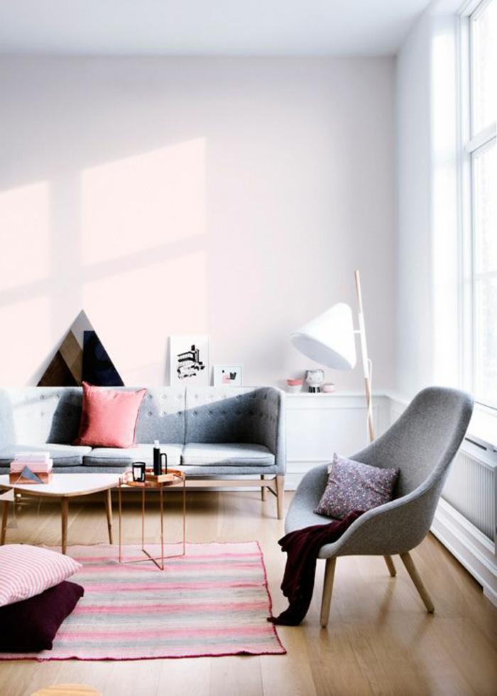 skandinavisch einrichten wohnzimmer frischer teppich streifen