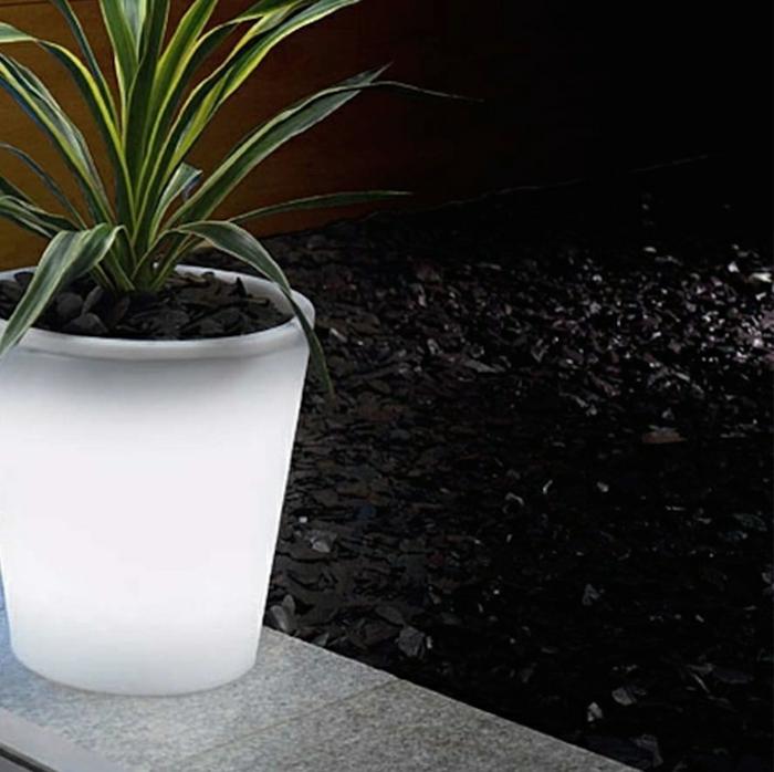 solar gartenleuchten pflanzkübel garten