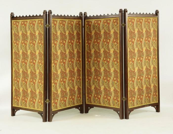 spanische wand viktorianischer stil dunkles holz florale muster