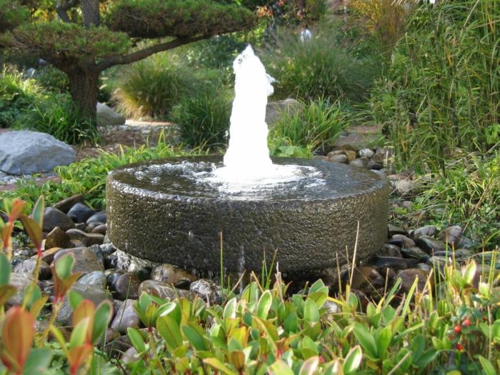 springbrunnen garten runder stein