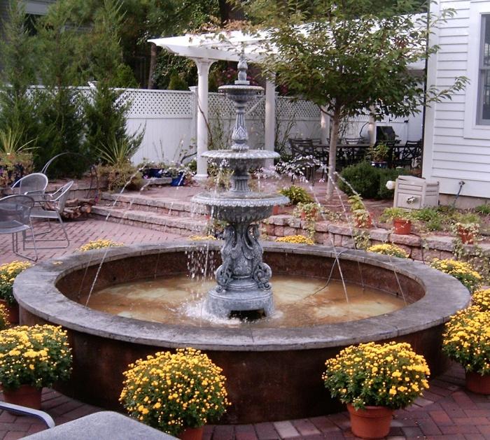 gartenbrunnen garten zierbrunnen filigrane ornamente