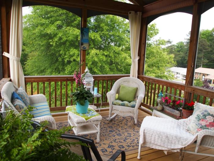 terrassengestaltung schöne weiße rattanmöbel außenbereich gestalten