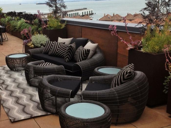 terrassengestaltung zeitgenössisch coole schwarze außenmöbel
