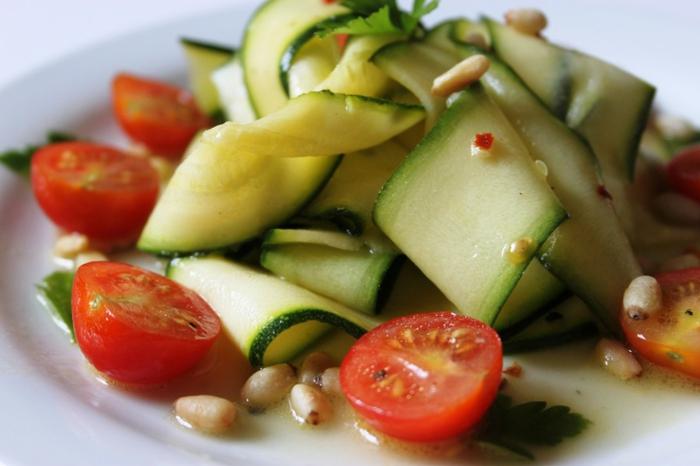 tomaten zucchini salat rezepte zubereiten