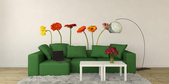 wandtattoos wohnzimmerwände verschönern farbige blumen grünes sofa