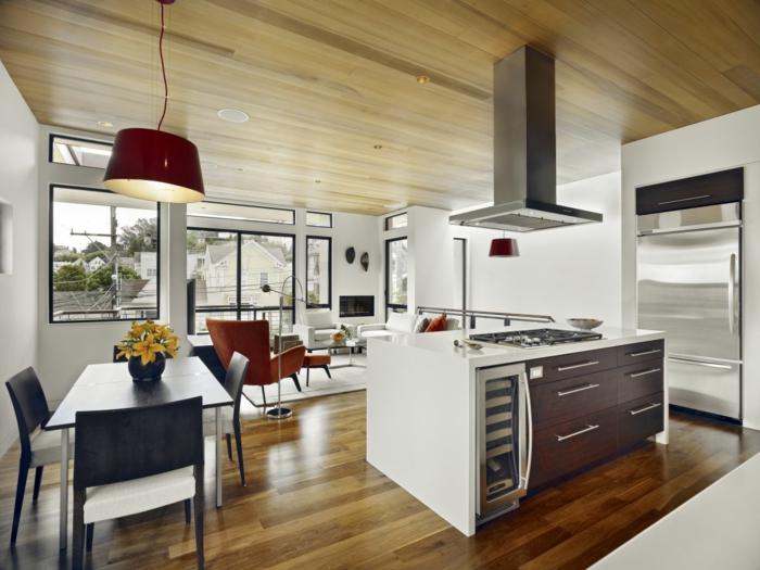 wohnzimmer design offener wohnplan kücheninsel holzdecke