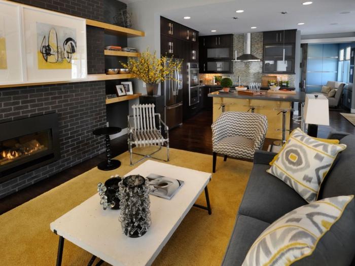 wohnzimmereinrichtung ideen kamin gelber teppich integrierte küche