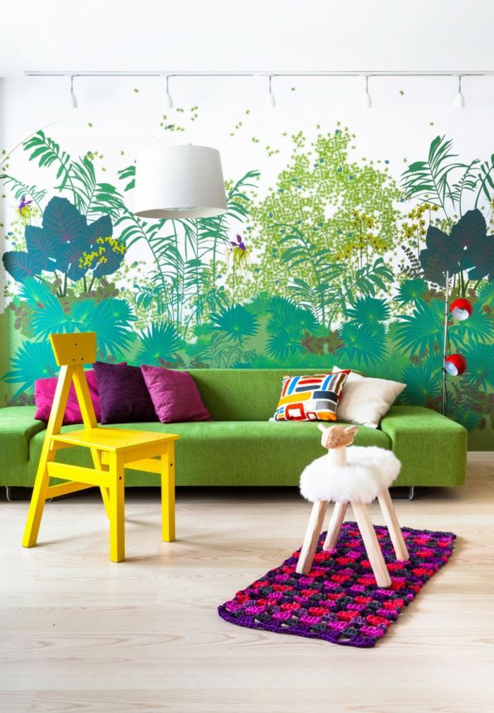 wohnzimmereinrichtung sofa grün gelber stuhl wunderschön  wand