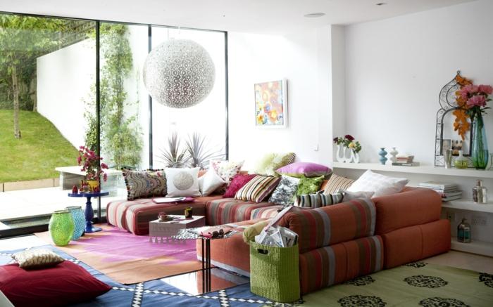 wohnzimmereinrichtung farbiges design teppiche dekokissen