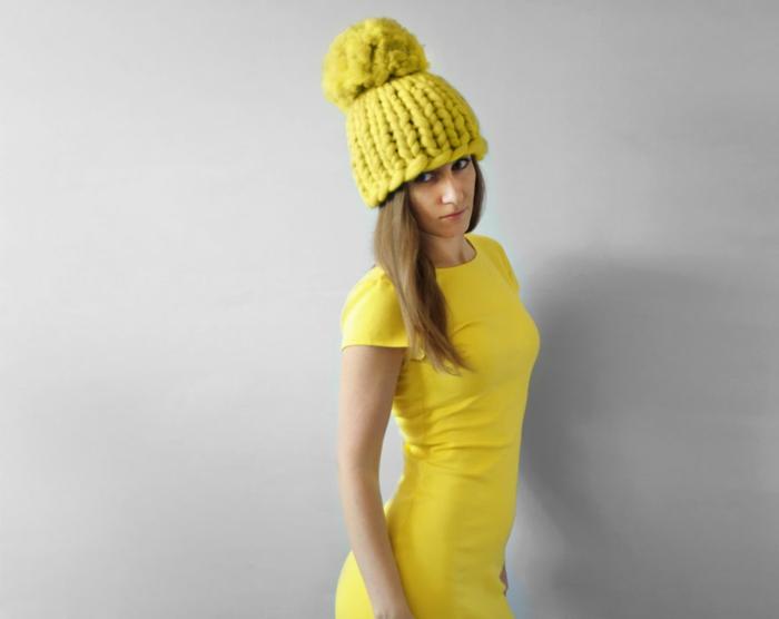wolldecken strickarbeit gelbe mütze
