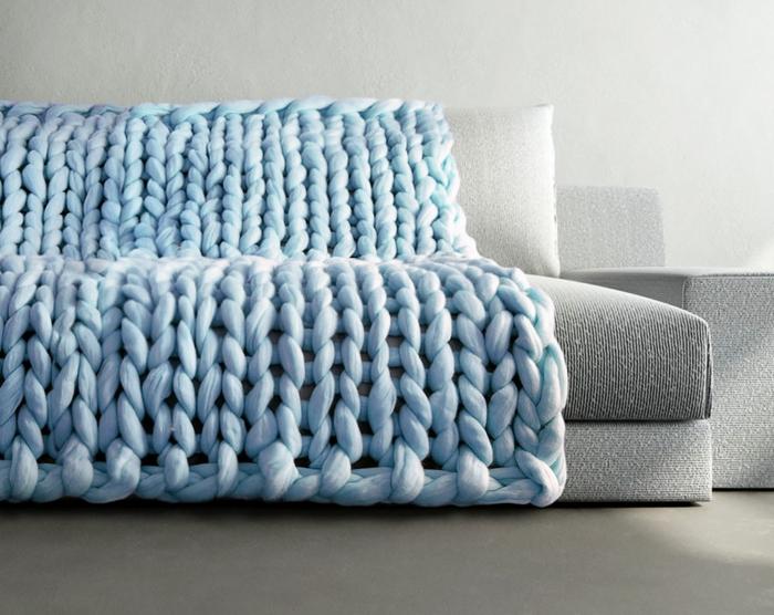strickarbeiten strickarbeit sofa überwurf tagesdecke