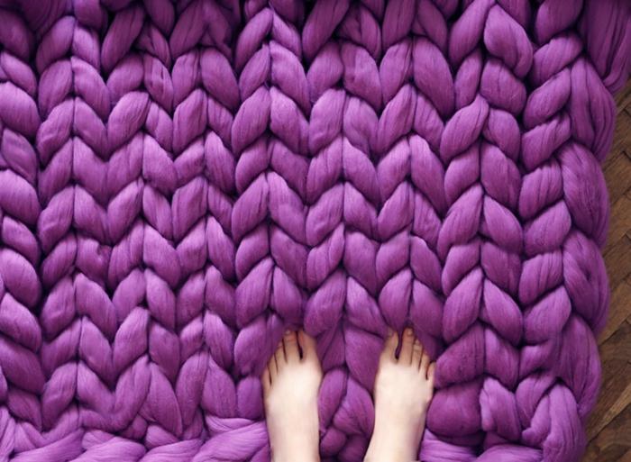 wolldecken strickarbeit teppich lila