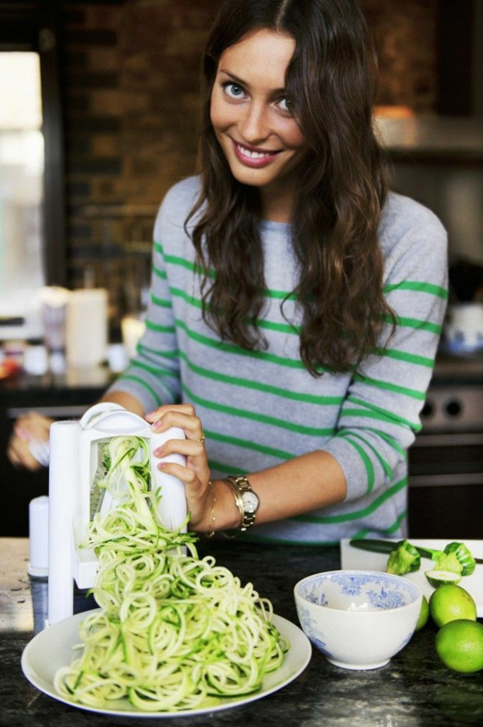 zucchini salat rezepte zucchini spaghetti mit souce
