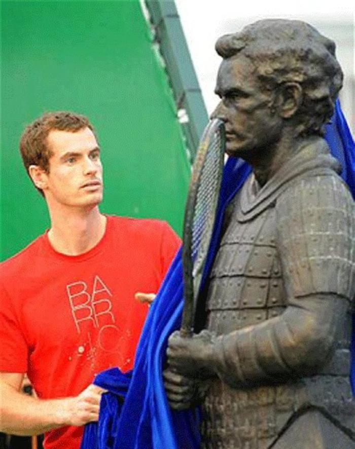 Andy Murray statue und der tennisspieler prominews