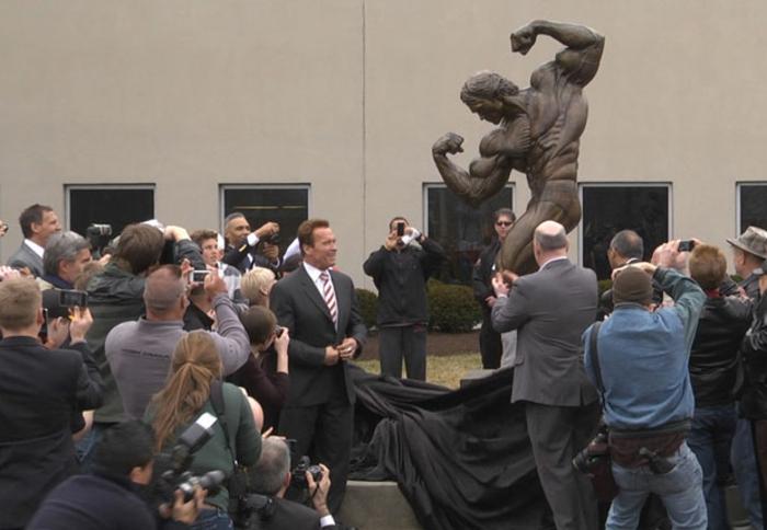 Arnold Schwarzenegger statue eröffnung prominews