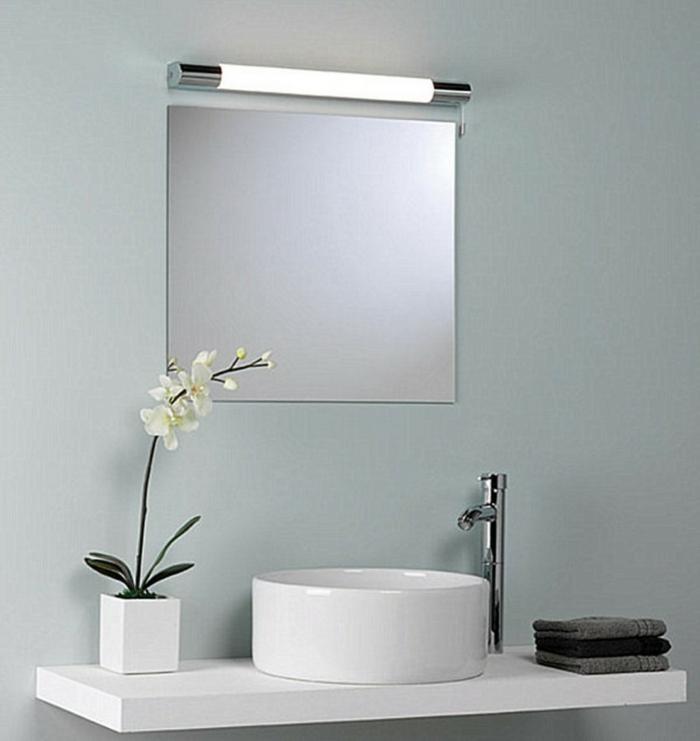 Badezimmer Spiegel Beleuchtung viereck modern weiß