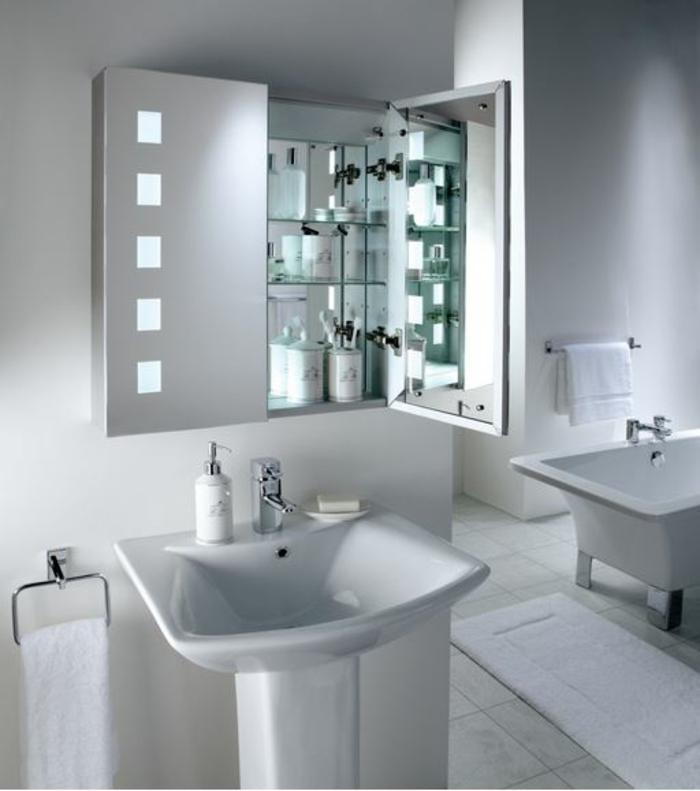 Badezimmer Ideen Spiegel : Dieser beleuchtete Badezimmerschrank mit Spiegel an der Innenseite ist