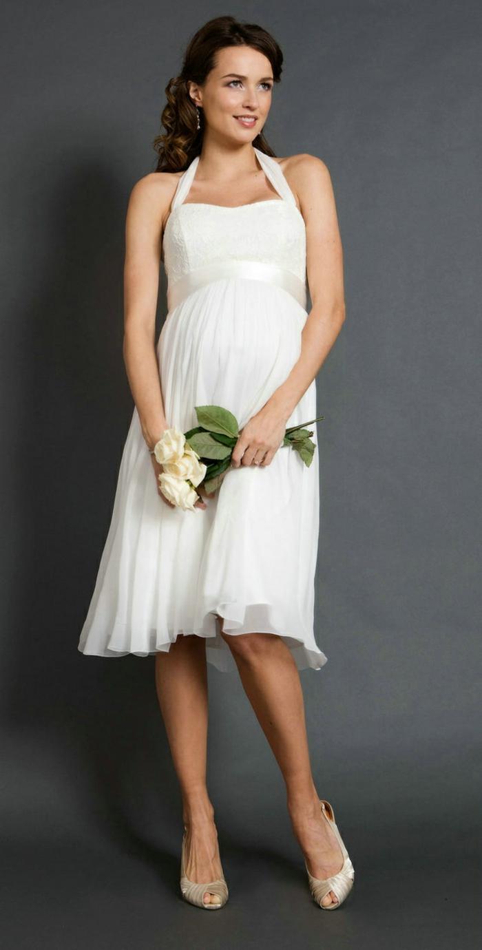 Brautkleid für Schwangere tailliert rückenfrei